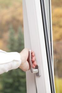 Balkontüren mit Dreh-Kipp-Mechanismus können wie ein Fenster geöffnet werden.