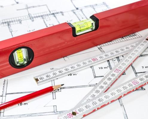 Beim Aufmaß der Fenster sollten Form, Höhe, Breite und Öffnungsrichtung notiert werden.