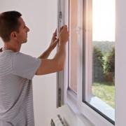 Die Kosten für den Einbau der Fenster nehmen bis zu 40% des Gesamtpreises ein.