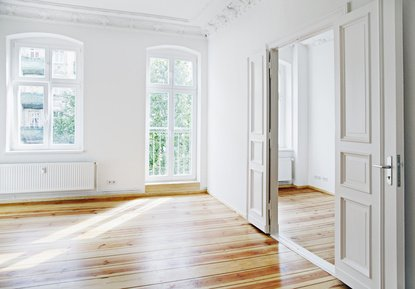 Die Kosten für den Einbau der Fenster in einem Altbau sind etwas geringer als in einem Neubau.