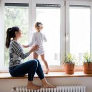 Ein Vorteil neuer Fenster kann ein höheres Gefühl der Behaglichkeit sein.