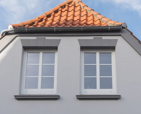 Der Preis für Sprossenfenster variiert je nach Sprossenart.