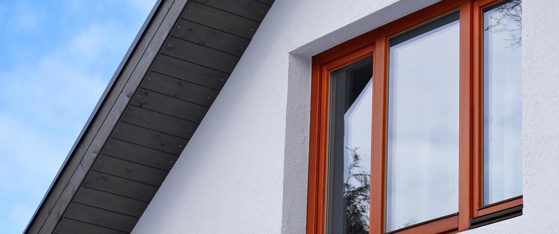 PVC Fenster mit speziellem Holzdekor verbinden das natürliche Aussehen von Holzfenstern mit den Vorteilen von Kunststofffenstern.