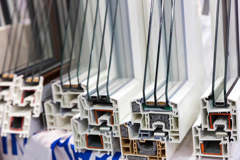 Hohlkammerpfoile bei Kunststofffenstern sorgen in verschiedenen Ausführungen für die bestmögliche Wärmedämmstufe.