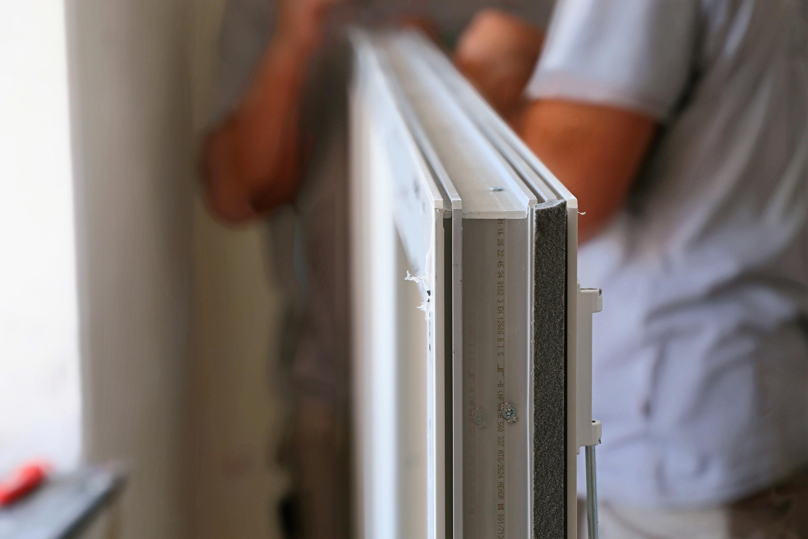 Im Gegensatz zu einem billig verarbeiteten Kunststoffprofil, sind hochwertige Profile sauber verarbeitet und dichten gut ab